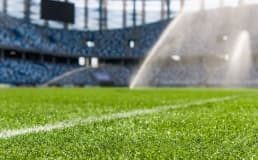 Como montar um campo society de grama sintética?